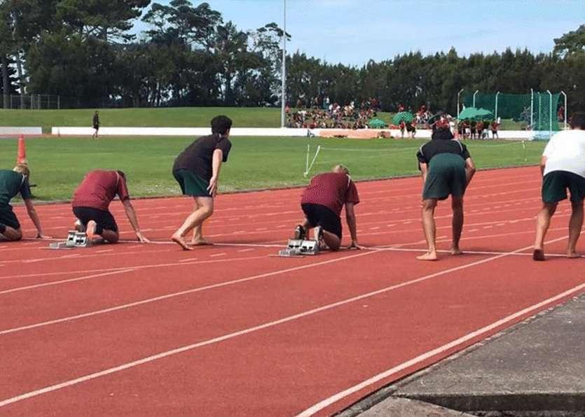 Départ d'un 100 m lors d'une compétition d'athlétisme à Auckland, en Nouvelle-Zélande. © Francis et al., Journal of Foot and Ankle Research 2018