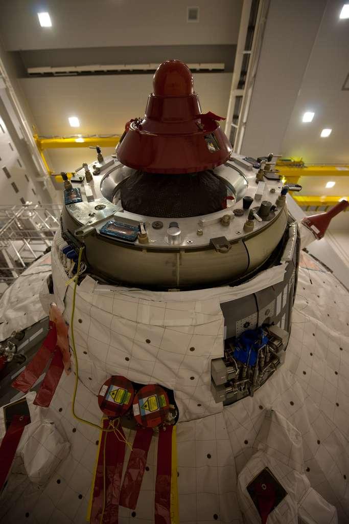 Gros plan du système d'arrimage de l'ATV. Sa mission prendra fin dans trois mois. Il sera empli de déchets puis désorbité pour qu'il se désintègre dans l'atmosphère. © Esa/S. Corvaja