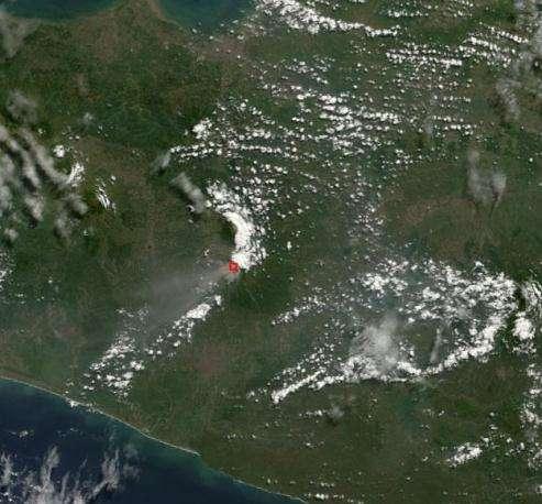 Image du mont Merapi, prise le 6 juin 2006 par l'instrument MODIS embarqué à bord du satellite Terra (Crédits : Jesse Allen, Earth Observatory)