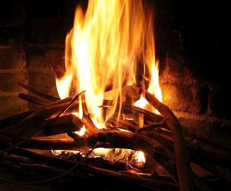 Le bois-énergie est un chauffage par la biomasse du bois. © confort-ecologique.fr