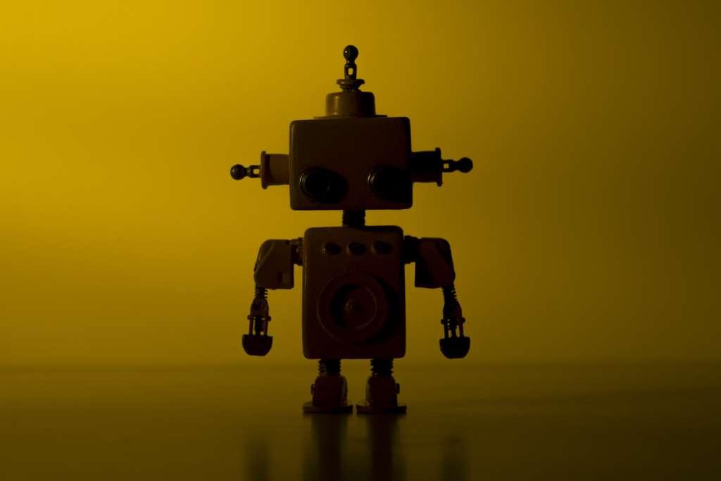 Dans toute cette agitation, tout le monde a oublié ce pauvre Marvin, le robot dépressif. © Ardasavasciogullari, Adobe Stock