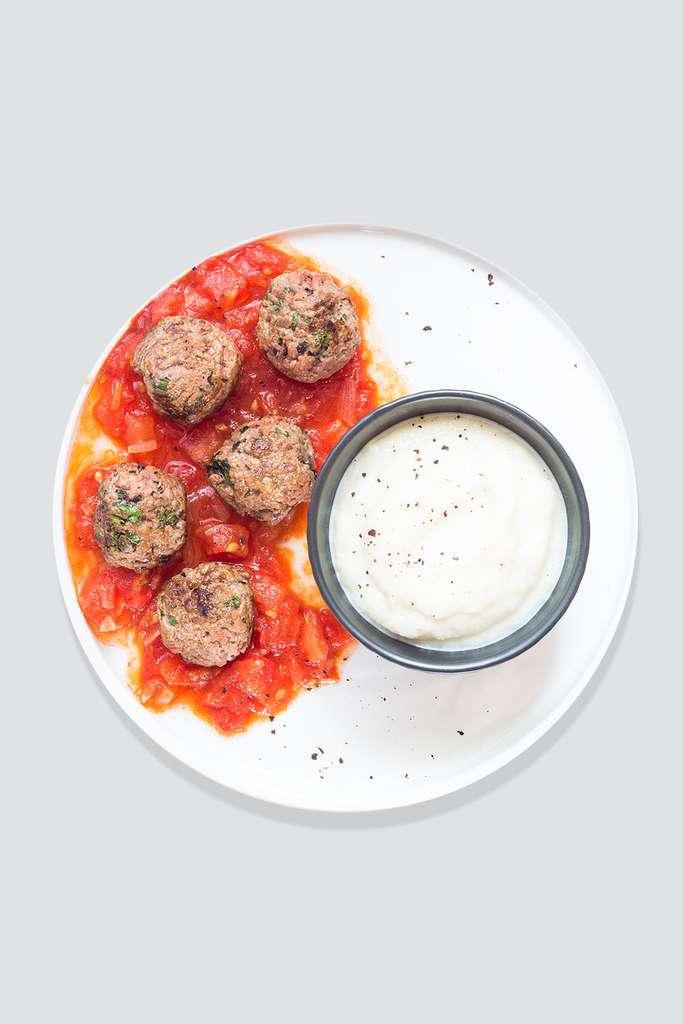 Boulettes de boeuf sauce tomate, purée de topinambours © Èmilie Laraison