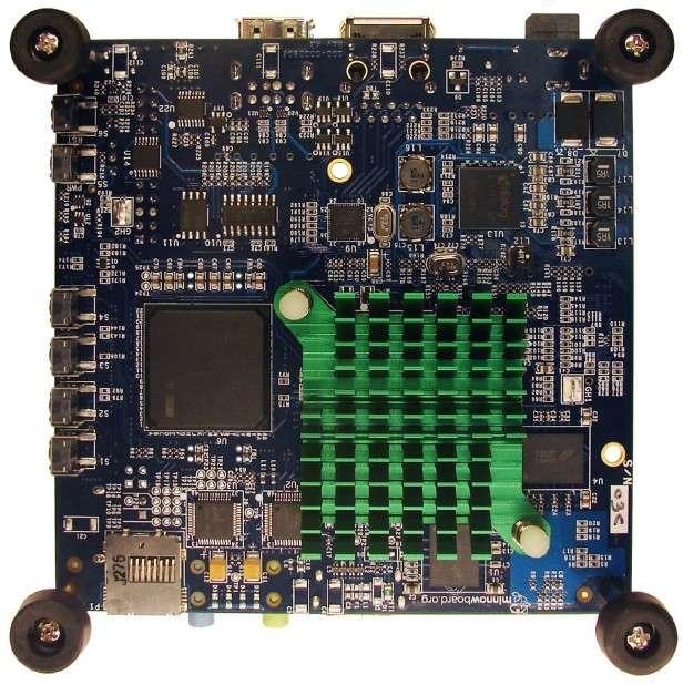 La carte mère miniature Minnowboard côté face. Elle se destine à la fabrication de systèmes embarqués pour divers terminaux, y compris à vocation commerciale, comme des kiosques numériques ou des caméras de surveillance. © Intel, CircuitCo Electronics