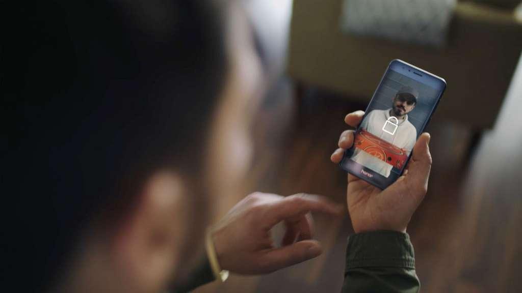 Le smartphone devient un outil précieux pour gagner du temps et sécuriser l'accès à son domicile. © Tous droits réservés