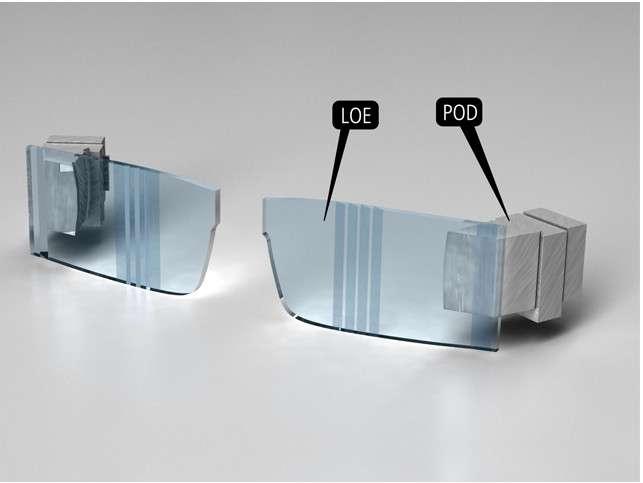 La technologie Lumus repose sur deux minividéoprojecteurs (Pod) incorporés dans les branches des lunettes et un système de lentilles et de facettes miniaturisées qui projettent l'image devant les yeux de l'utilisateur. © Lumus