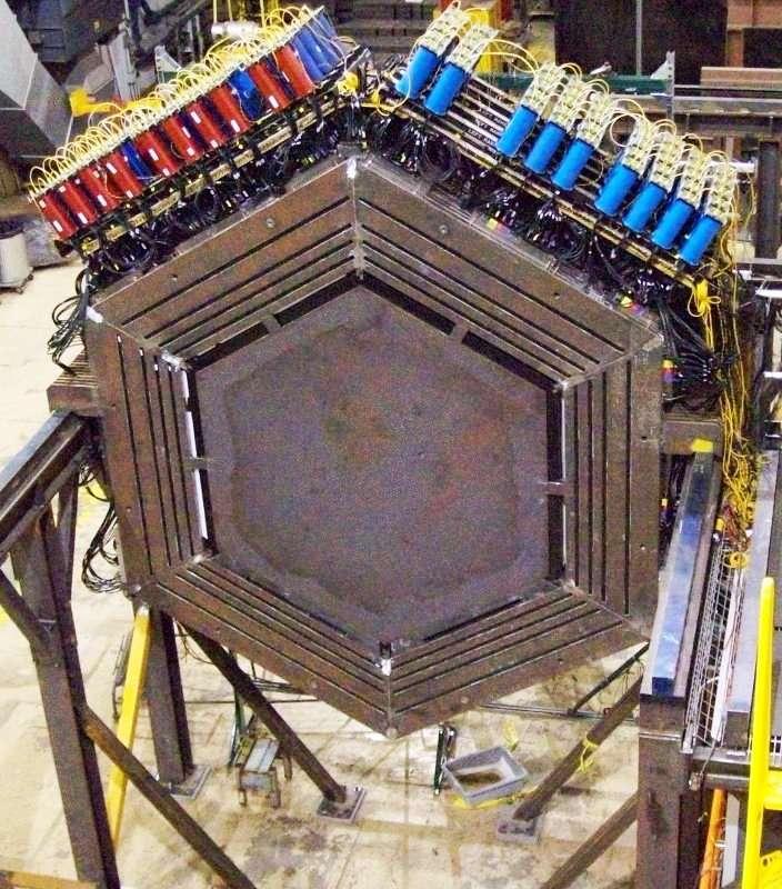 Un élément du détecteur Minerva lors de sa construction. © Fermilab