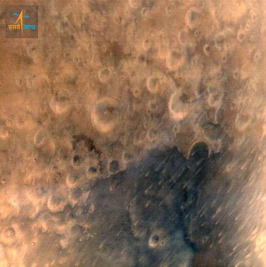 Cette image de la région martienne Syrtis Major a été acquise depuis une altitude de 7.300 kilomètres. Elle montre des détails de 376 mètres. © Isro