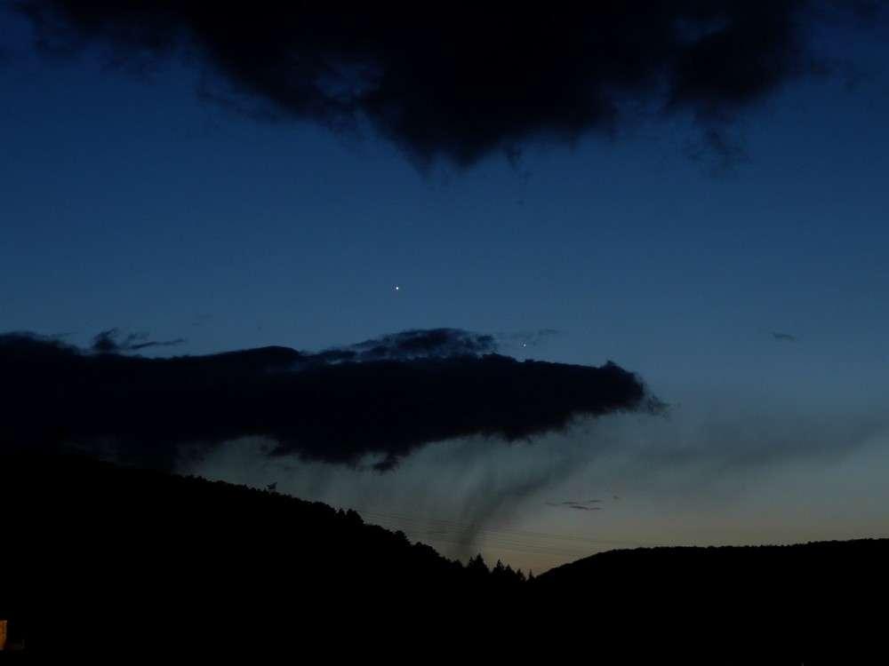 Mercure à droite de Vénus le 1er avril 2010. © J.-B. Feldmann