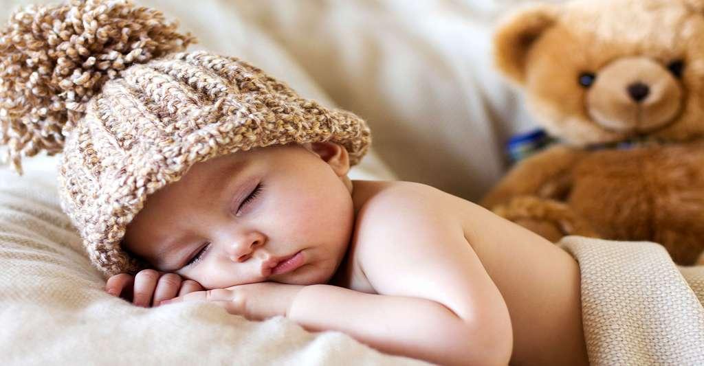 À quel âge un bébé se reconnaît-il dans un miroir ? © Tomsickova Tatyana, Shutterstock