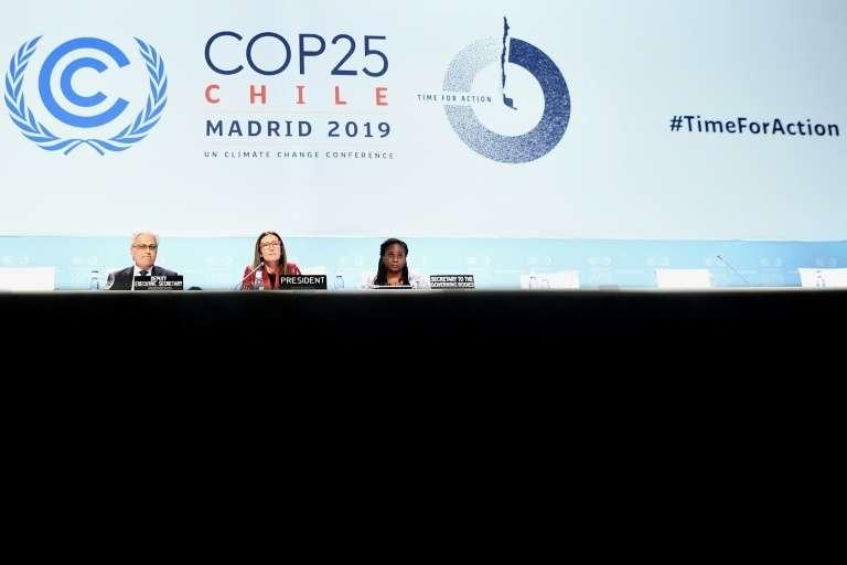 La COP25, une occasion « ratée » de répondre à l'urgence climatique. La ministre chilienne de l'Environnement préside la séance de clôture de la COP25 à Madrid le 15 décembre 2015. © Oscar Del Pozo, AFP