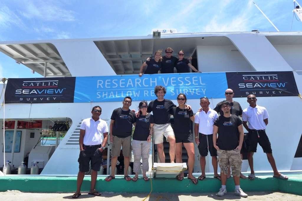 L'équipe du Catlin Seaview Survey et les membres d'équipage de l'Atlantis Azores. Leur travail s'est effectué sur les récifs coralliens des Philippines. © Official Blog of Atlantis Dive Resorts & Liveaboards - Philippines