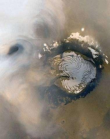 Image publiée lors de la célébration du dixième anniversaire de Mars Global Surveyor, représentant le pôle nord martien. Crédit Nasa