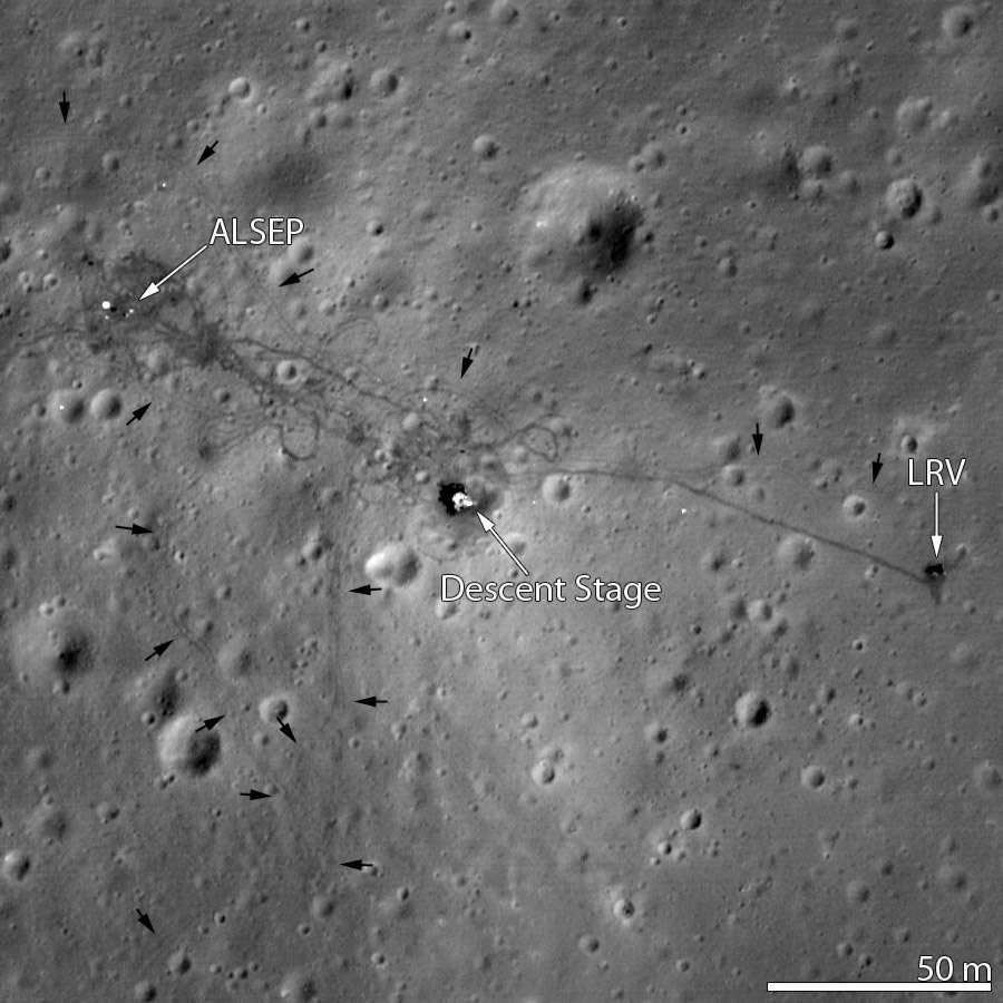 Le site d'atterrissage d'Apollo 15. Cette mission, réalisée du 26 juillet 1971 au 7 août 1971, est la première à avoir utilisé une Jeep lunaire. Près de 30 kilomètres ont ainsi été couverts pendant le séjour sur la Lune (30 juillet au 2 août). © Nasa/LRO Science team