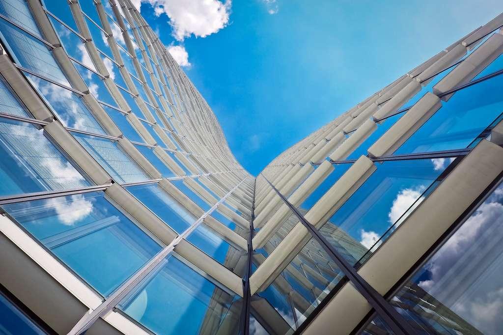 Deux tiers de la chaleur qui pénètrent dans les bâtiments rentrent par les fenêtres. © Pixabay
