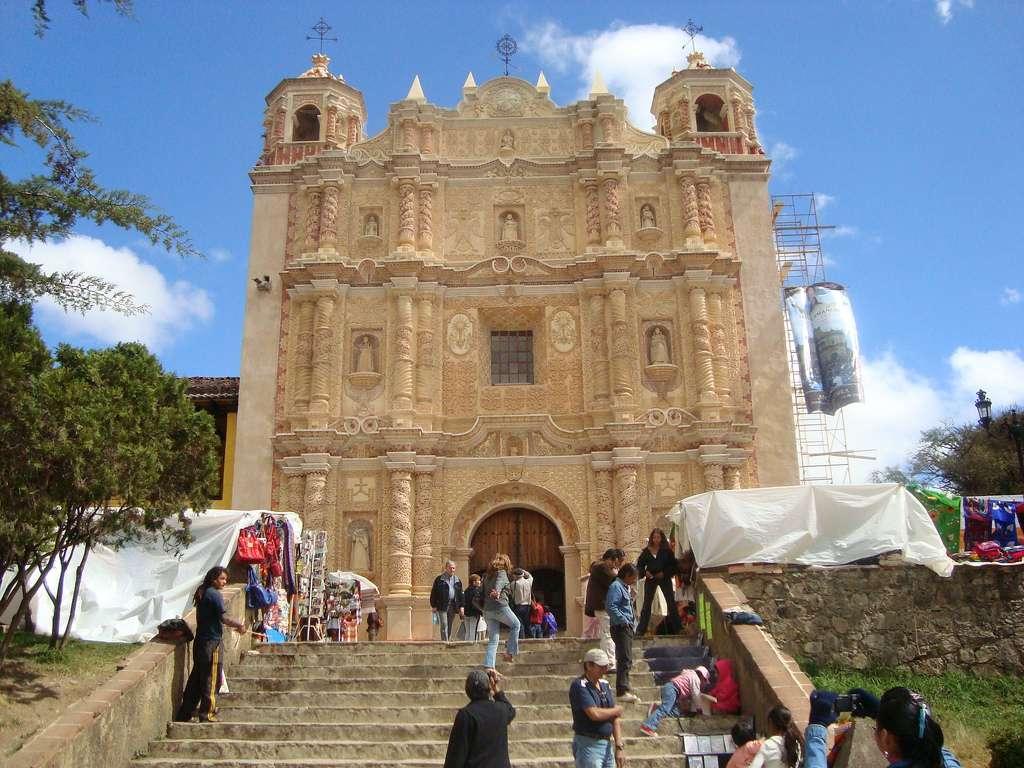 L'église Santo Domingo est connue pour sa façade finement sculptée. © Omar91, Wikimedia Commons, cc by sa 2.0