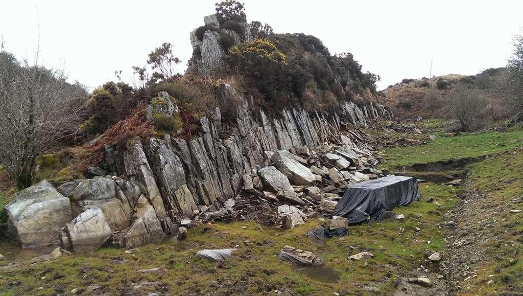 Certaines des pierres bleues du site mégalithique de Stonehenge proviennent très probablement du site de Craig Rhos-y-felin, dans le Pembroke.