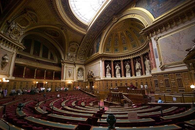 Le texte de loi visant à interdire le bisphénol A dans les contenants alimentaires au 1er juillet 2015 vient d'être voté en première lecture au Sénat. Il va maintenant passer en deuxième lecture à l'Assemblée nationale. © Romain Vincens, Wikipédia, cc by sa 3.0