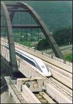 La ligne de test du MagLev, longue de 19 km. Record de vitesse : 552 Km/h © MaNEP