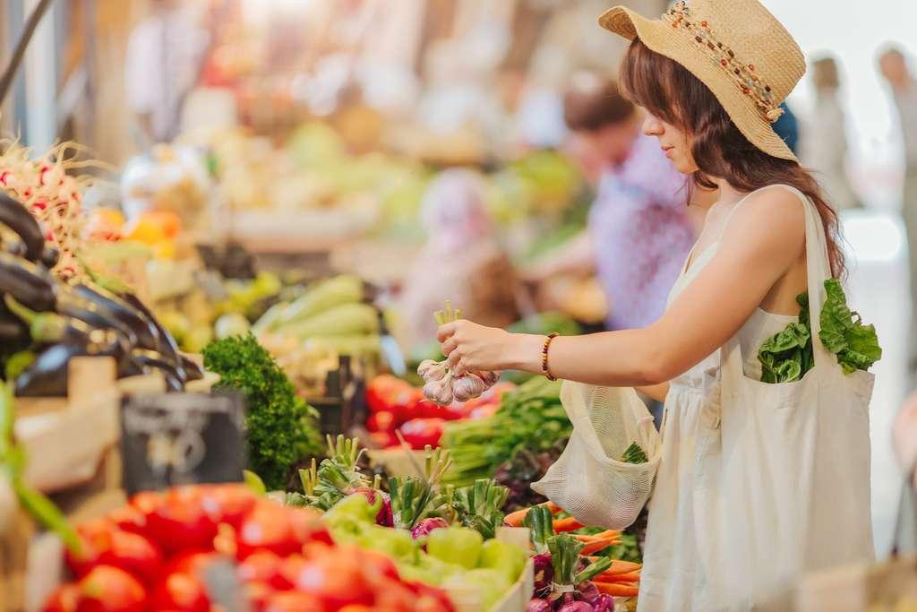 La prolifération des services de paniers locaux ou de marché mobile a un effet assez important sur la consommation de fruits et légumes. © igishevamaria, Adobe Stock