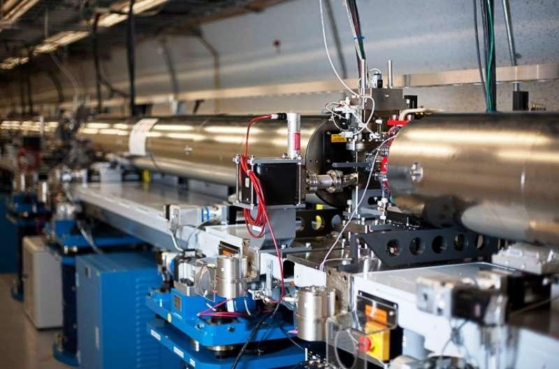 Une vue de l'accélérateur linéaire d'électrons à Stanford. Les faisceaux de particules qu'il a produits ont servi à en découvrir de nouvelles et à mettre en évidence la structure en quarks des nucléons. © Brad Plummer, SLAC