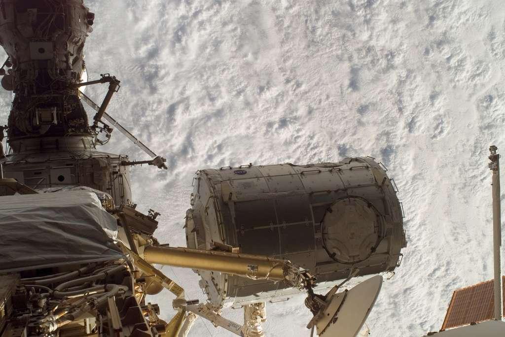 Le 2eme noeud de jonction de l'ISS, Harmony (octobre 2007)