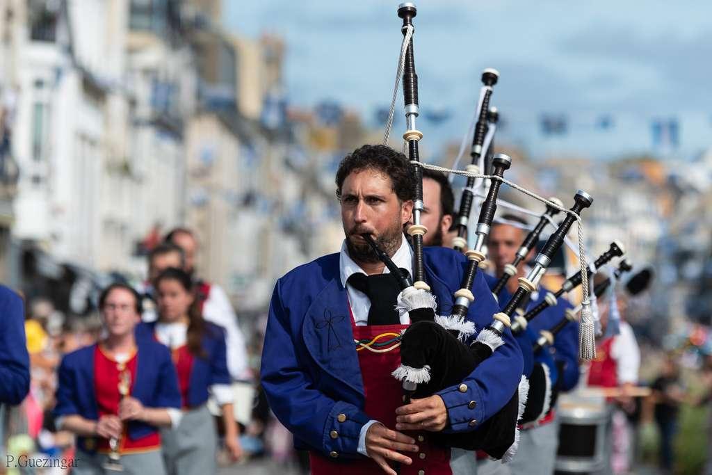 Le triomphe des Sonneurs lors du festival des Filets bleus. © Pierre Guezingar, Flickr, CC by-sa 2.0