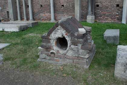 Niche à chien de l'époque romaine. © Sombraala, Flickr, Licence Creative Common, CC by-nc-sa 2.0