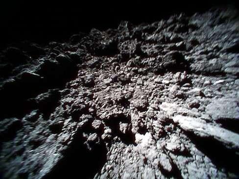 La surface de l'astéroïde Ryugu photographiée par le rover 1B de Minerva II-1. ©Jaxa