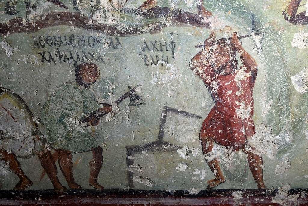 Deux tailleurs de pierre à l'œuvre, accompagnés de petits textes. Ces inscriptions font toute l'originalité de la riche iconographie de ce tombeau car elles semblent jouer le même rôle que les bulles dans les bandes dessinées. © CNRS, Hisoma