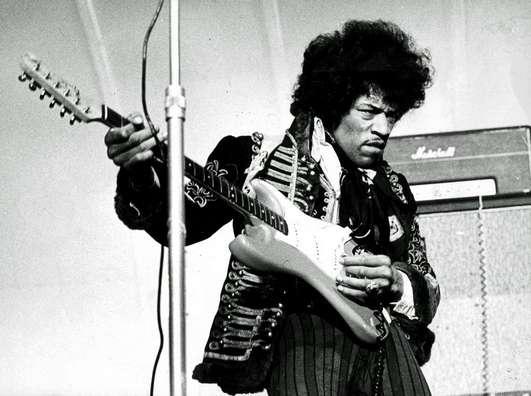 Malgré une carrière internationale de seulement quatre ans, Jimi Hendrix est considéré comme l'un des plus grands joueurs de guitare électrique. Ses prestations scéniques sont restées dans les annales. © Antonio Cambronero, Flickr, cc by nc sa 2.0