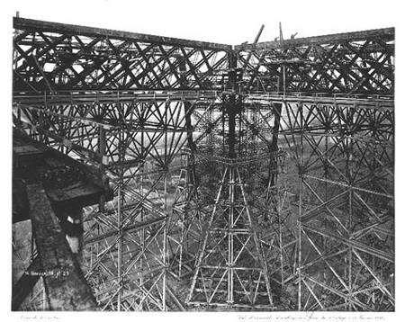 Vue d'ensemble des charpentes prise du premier étage (14 janvier 1888) Atlas Photo, PL.5 © BNF