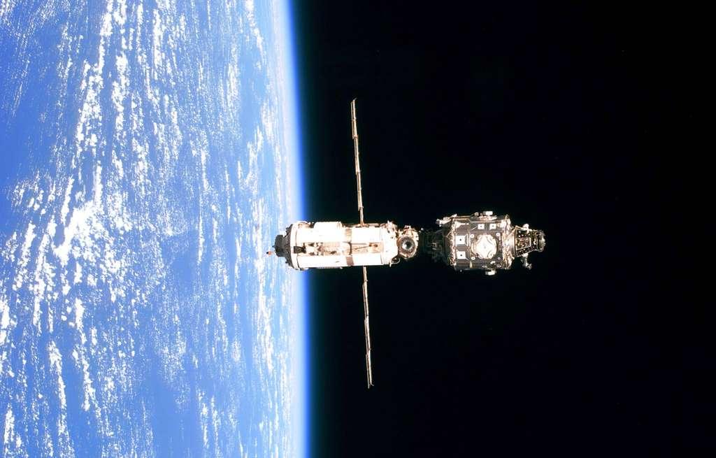 Juin 1999 : La Station se compose de 2 modules