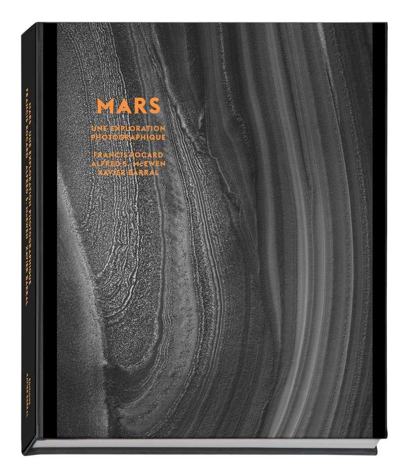 Mars, une exploration photographique est un ouvrage proposé par les éditions Xavier Barral. Disponible en ligne sur le site de l'éditeur... ou dans toutes les bonnes librairies matérielles. © Nasa, JPL, université d'Arizona, éditions Xavier Barral