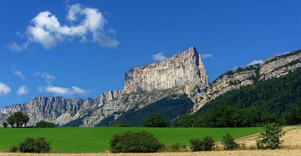 Le Mont Aiguille vu depuis le village de Clelles. © Jvillafruela, Wikimedia commons, CC by-sa 4.0