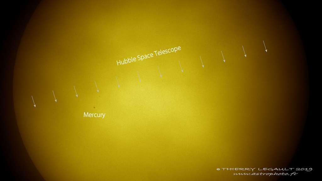 Le voyage simultané de Mercure et du télescope spatial Hubble au-dessus de la région de l'Atacama au Chili. © Thierry Legault, www.astrophoto.fr