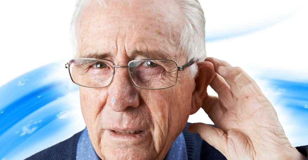 La vieillesse peut entraîner une perte d'audition. © Highwaystarz, Fotolia