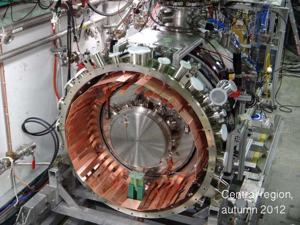 L'expérience Aegis en cours d'installation au Cern. À partir de 2015, les physiciens tenteront de vérifier si les atomes d'antihydrogène respectent le principe d'équivalence à la base de la relativité générale. Mais ils pourraient découvrir que l'antimatière ne se comporte pas comme la matière dans un champ de gravitation. Le plus étonnant serait que matière et antimatière se repoussent comme des charges électriques de même signe. © Cern