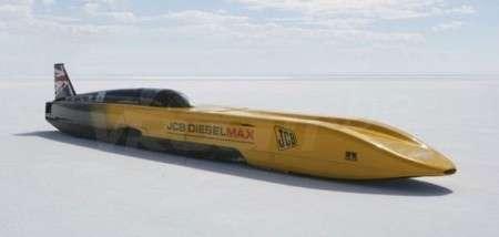 Le JCB Diesel Max : Le véhicule fonctionnant au gasoil le plus rapide de tous les temps ! (Crédits : JCB)