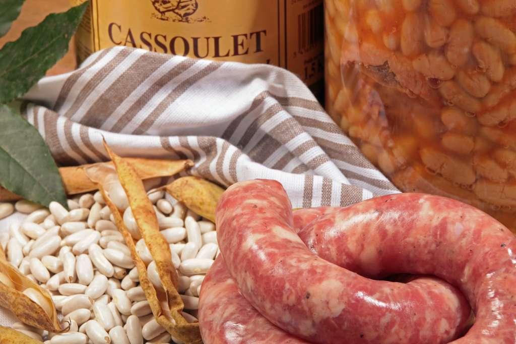 Servie avec le cassoulet, fleuron de la gastronomie occitane, la saucisse de Toulouse est fabriquée selon une recette bien précise. © Claude Calcagno, Fotolia
