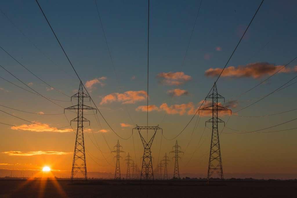 Sur les très longues distance, le courant continu offre de meilleures performances que le courant alternatif pour transporter l'électricité. © Matthew Henry, Unsplash