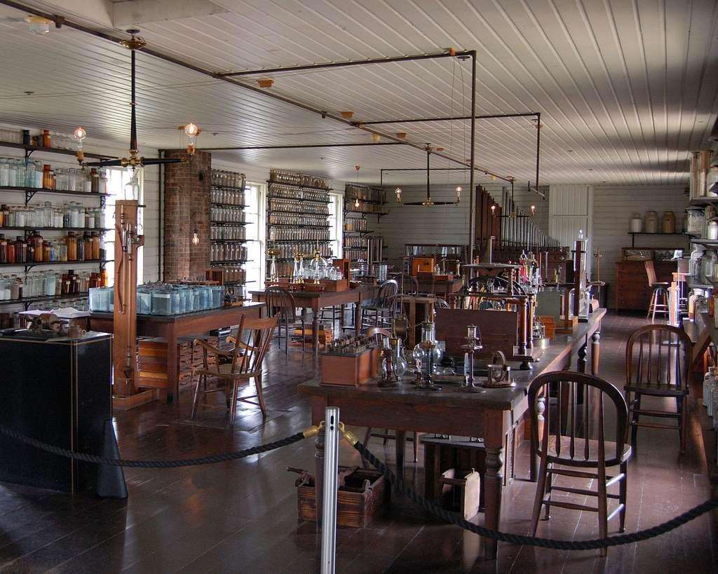 Laboratoire Thomas Edison équipé des premières ampoules électriques. © Andrew Balet, CC by-nc 2.5