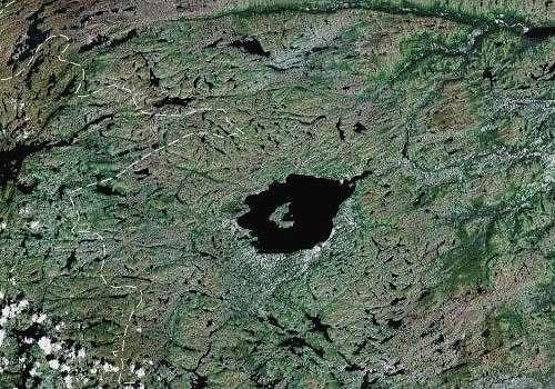 Vue aérienne du lac Mistastin (16 km de diamètre). © Google Maps