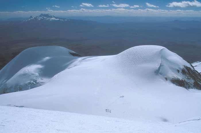 Le Coropuna, à la fois glacier et volcan, au Pérou