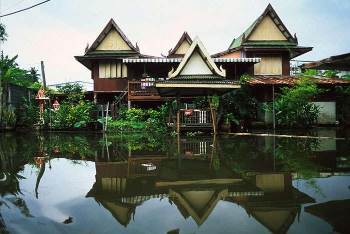 Maison sur pilotis, à Bangkok, en Thaïlande