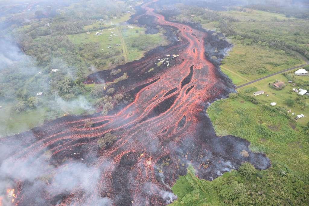 Entre mai et août 2018, un cratère du volcan Kilauea à Hawaï va déverser des millions de mètres cubes de lave dans le paysage. © USGS