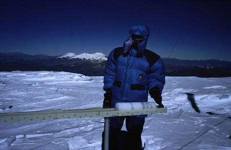 Partie de la carotte de glace extraite du glacier Sajama Bolivie © Pouyaud, Bernard - IRD