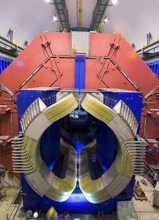 La fantastique installation européenne Alice, au LHC, qui sera inaugurée en 2007. Elle devrait permettre d'atteindre des températures de l'ordre de 10 000 milliards de degrés. © M. Brice /CERN