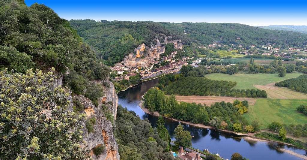 Les promenades du parc de Marqueyssac, dans le Périgord, sont une invitation au dépaysement. Ici, vue sur la Dordogne. © Juliacasado1, DP