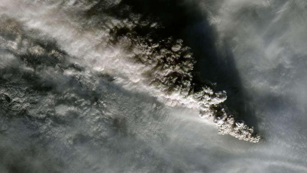 Le mont Pavlof, le volcan le plus actif d'Alaska