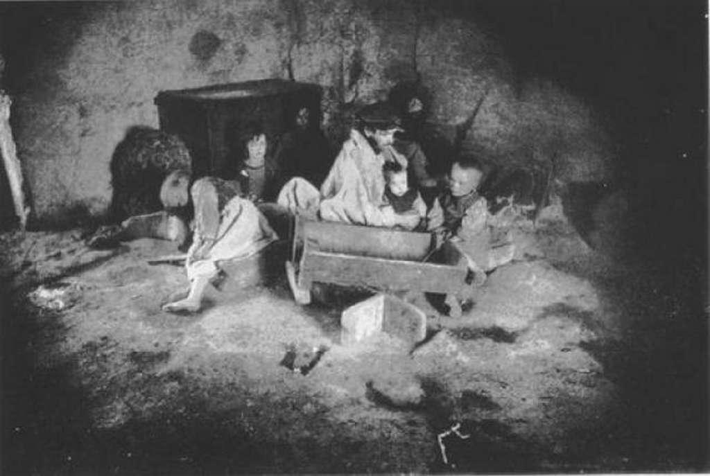 """Photo d'une famille irlandaise durant la """"Grande Famine"""", auteur inconnu, 1846. © Wikimedia Commons, domaine public."""